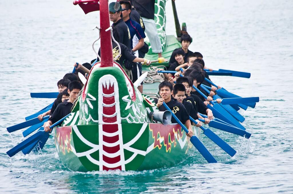 那霸龍舟祭的滑龍舟比賽
