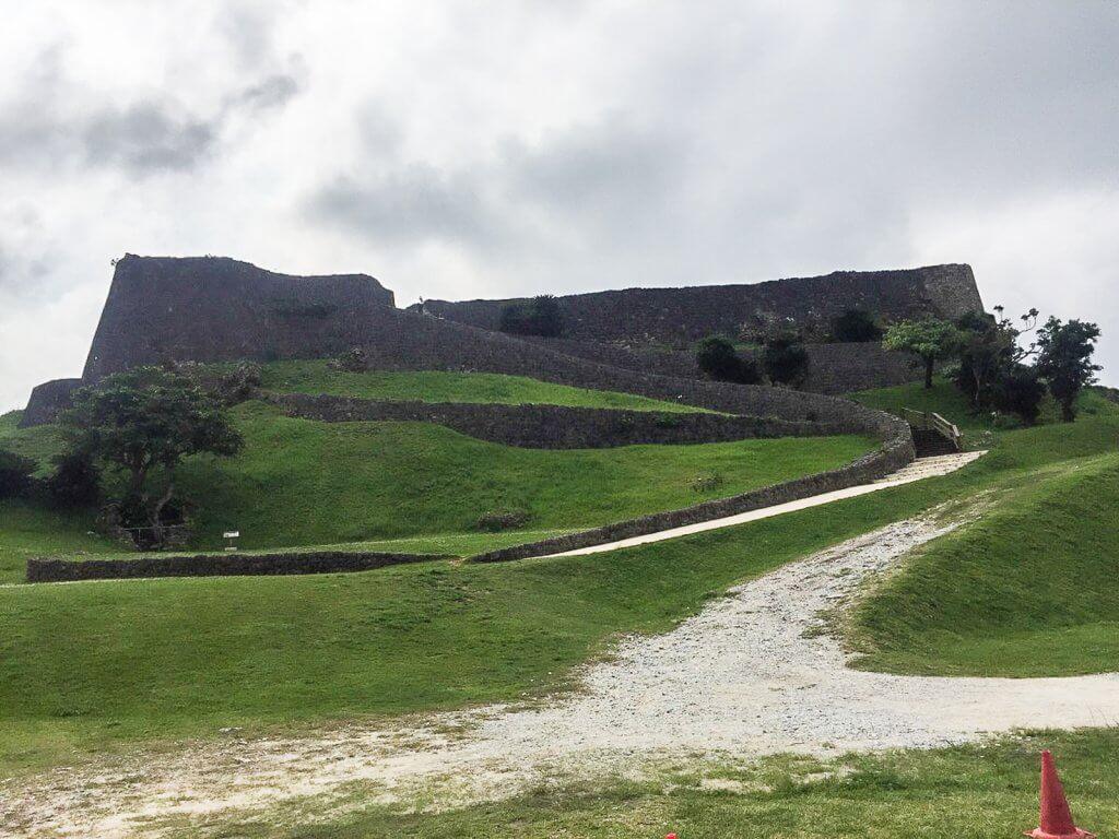 沖繩|反叛軍要塞「勝連城跡」之肝高的阿麻和利