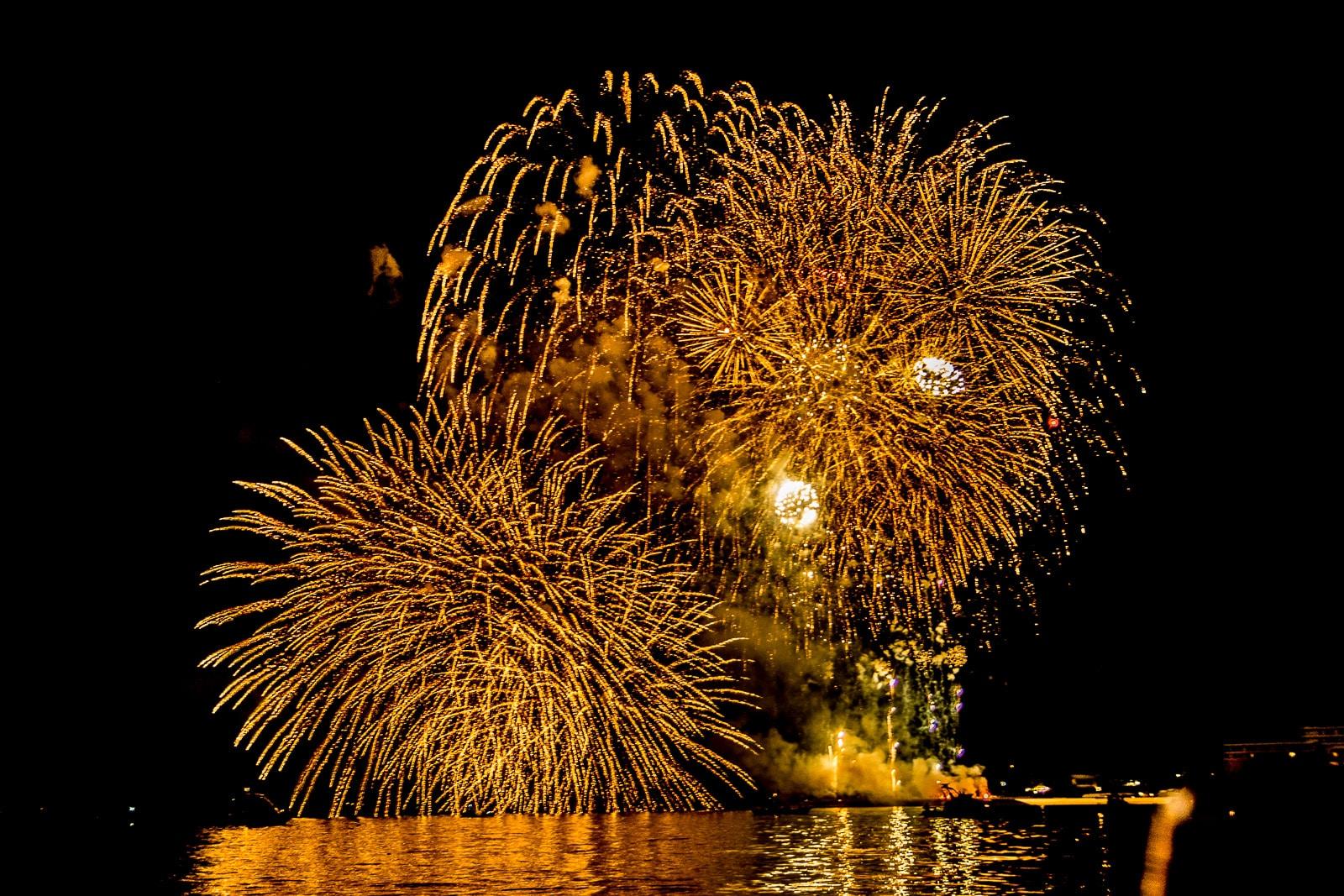 沖繩7月海洋博公園花火大會的煙火