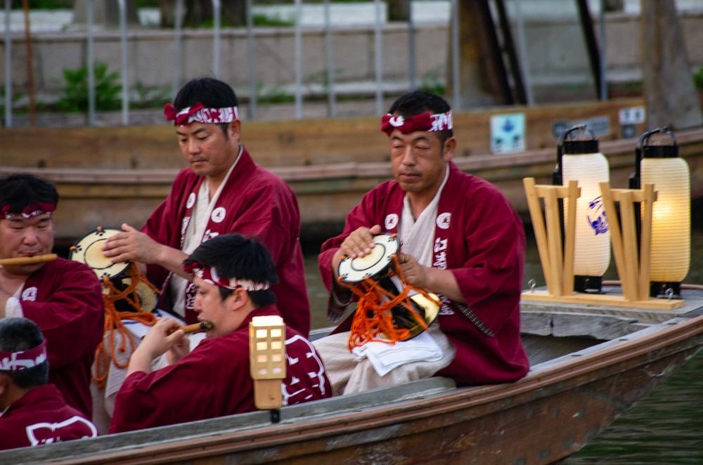 花嫁入舟儀式樂隊