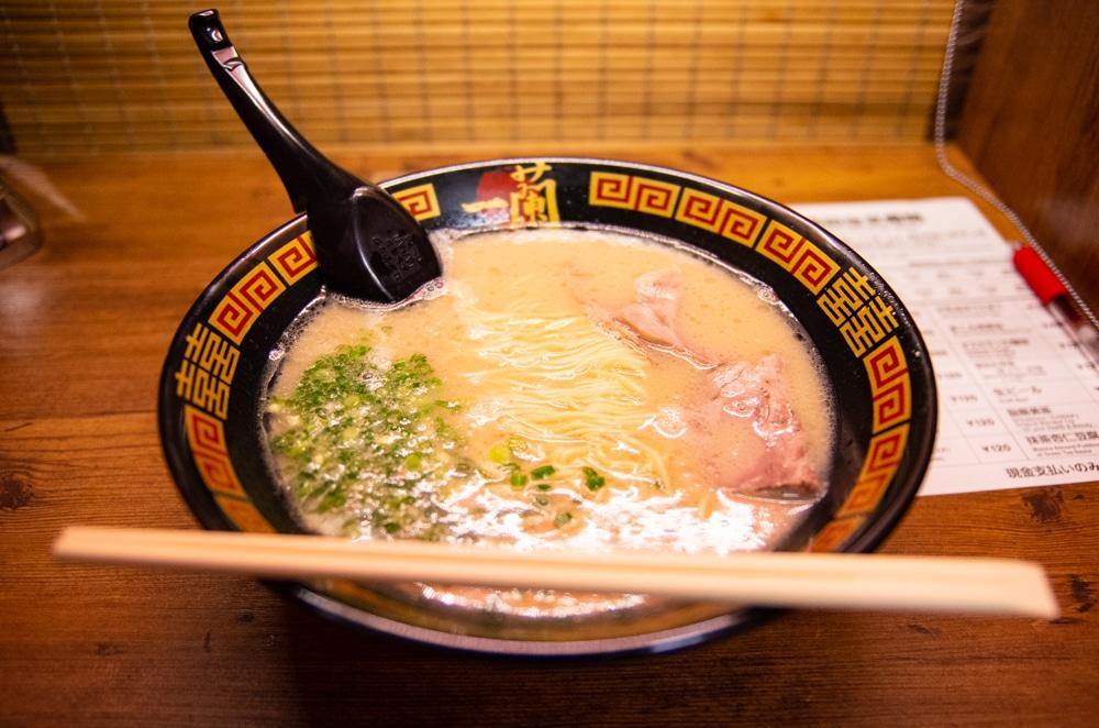 沖繩美食|一蘭拉麵國際通店 x 觀光客狂推人氣第一拉麵!