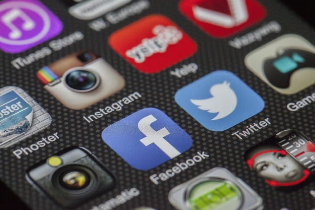 携帯のアプリ