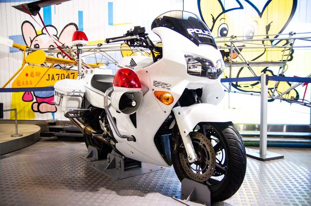 警察白摩托車
