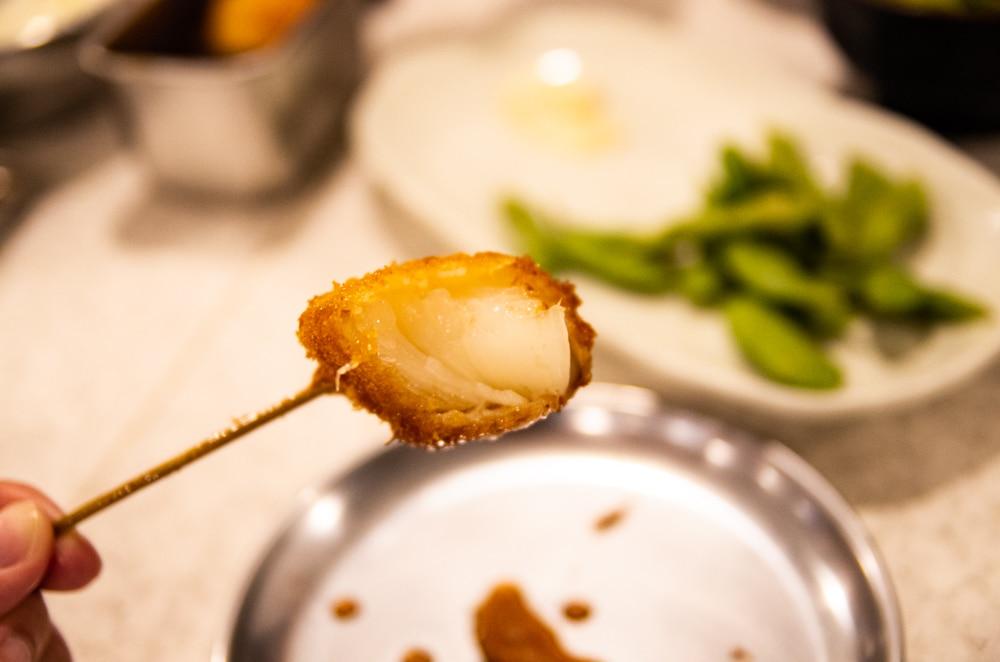 咬一口的洋蔥串炸