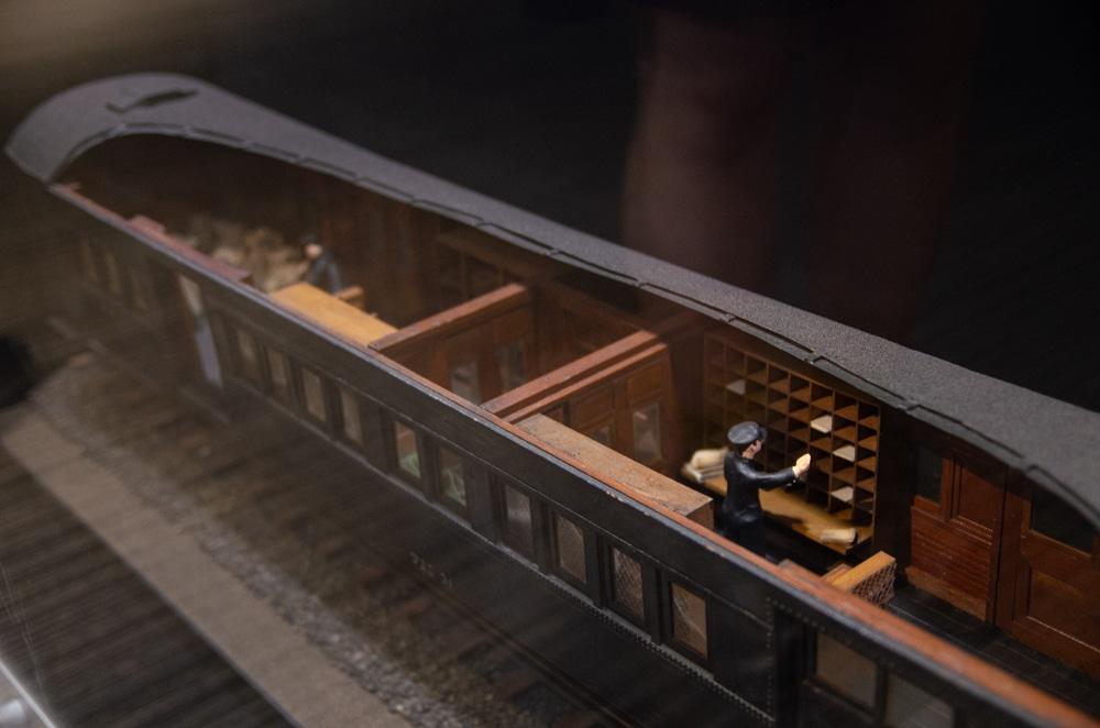 郵政專用火車內部
