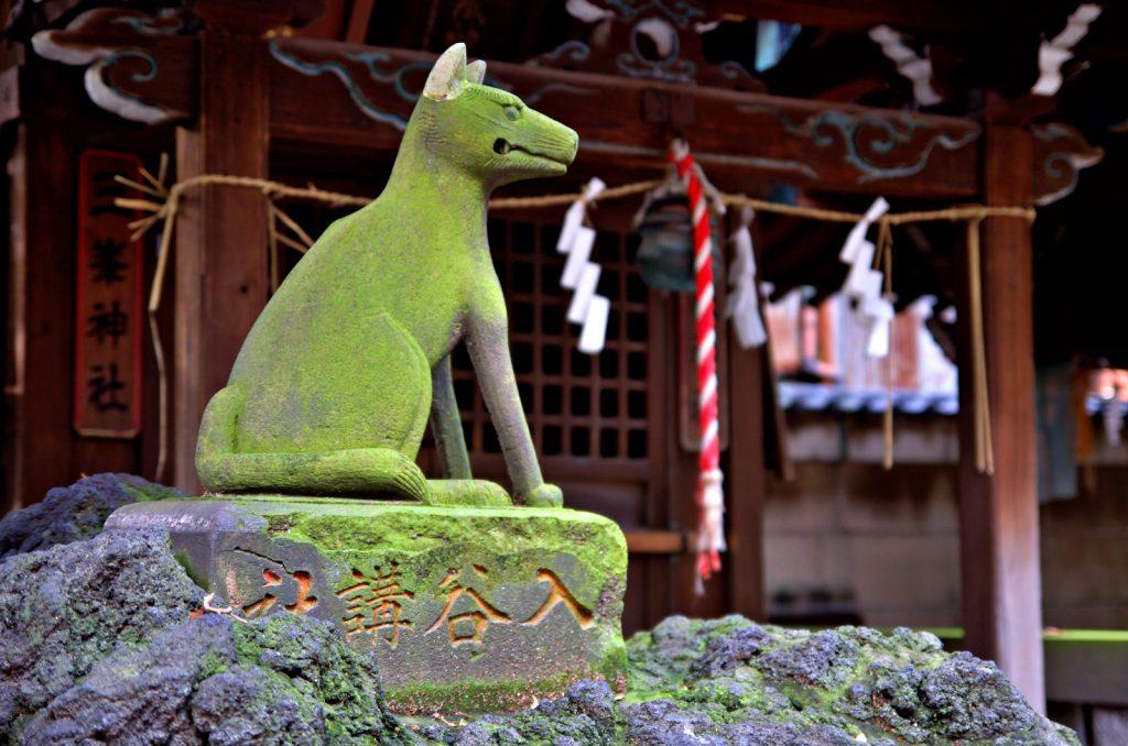 小野照崎神社狐狸雕像