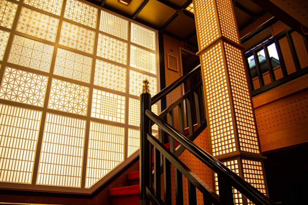 東京遊覽船安宅丸內部樓梯