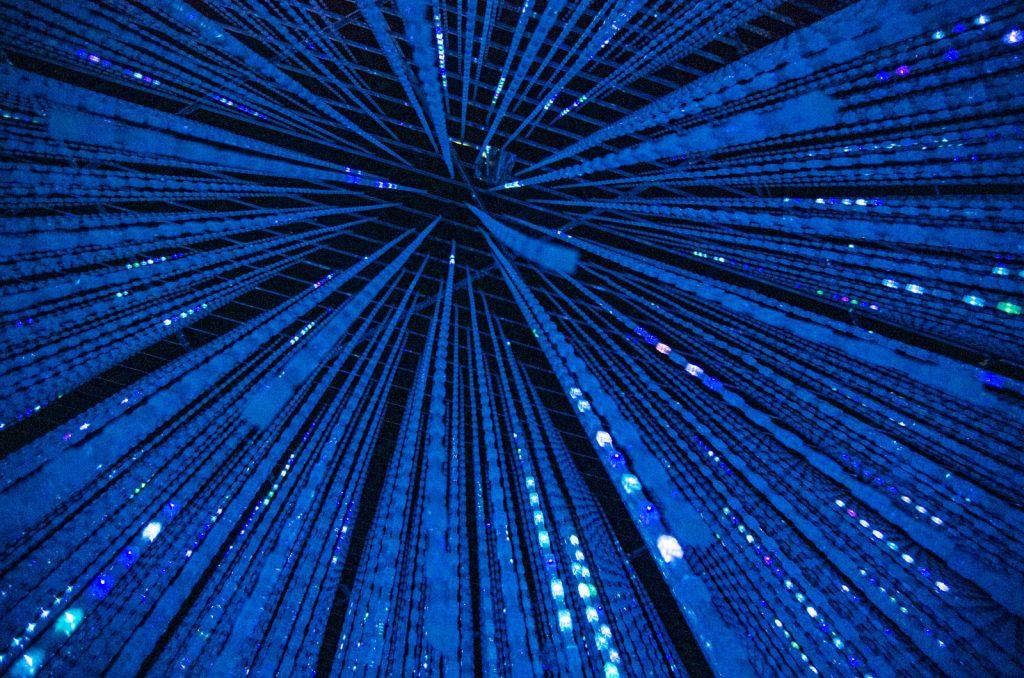 teamLab Borderless數位藝術美術館水晶房間