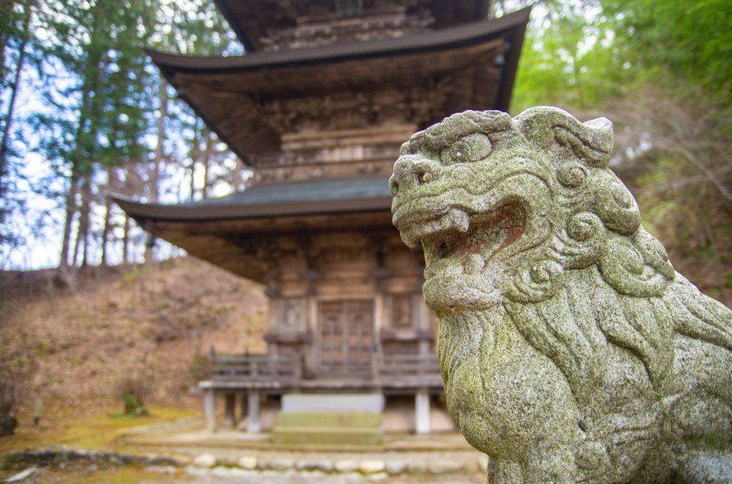 貞祥寺三重塔與狛犬