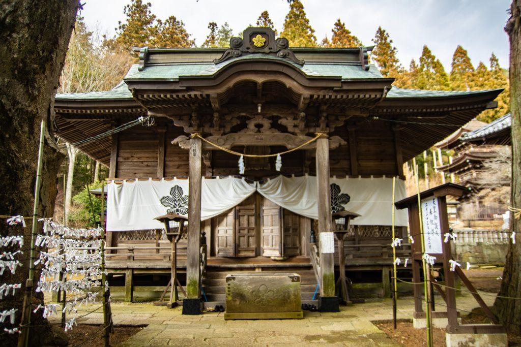 新海三社神社正殿